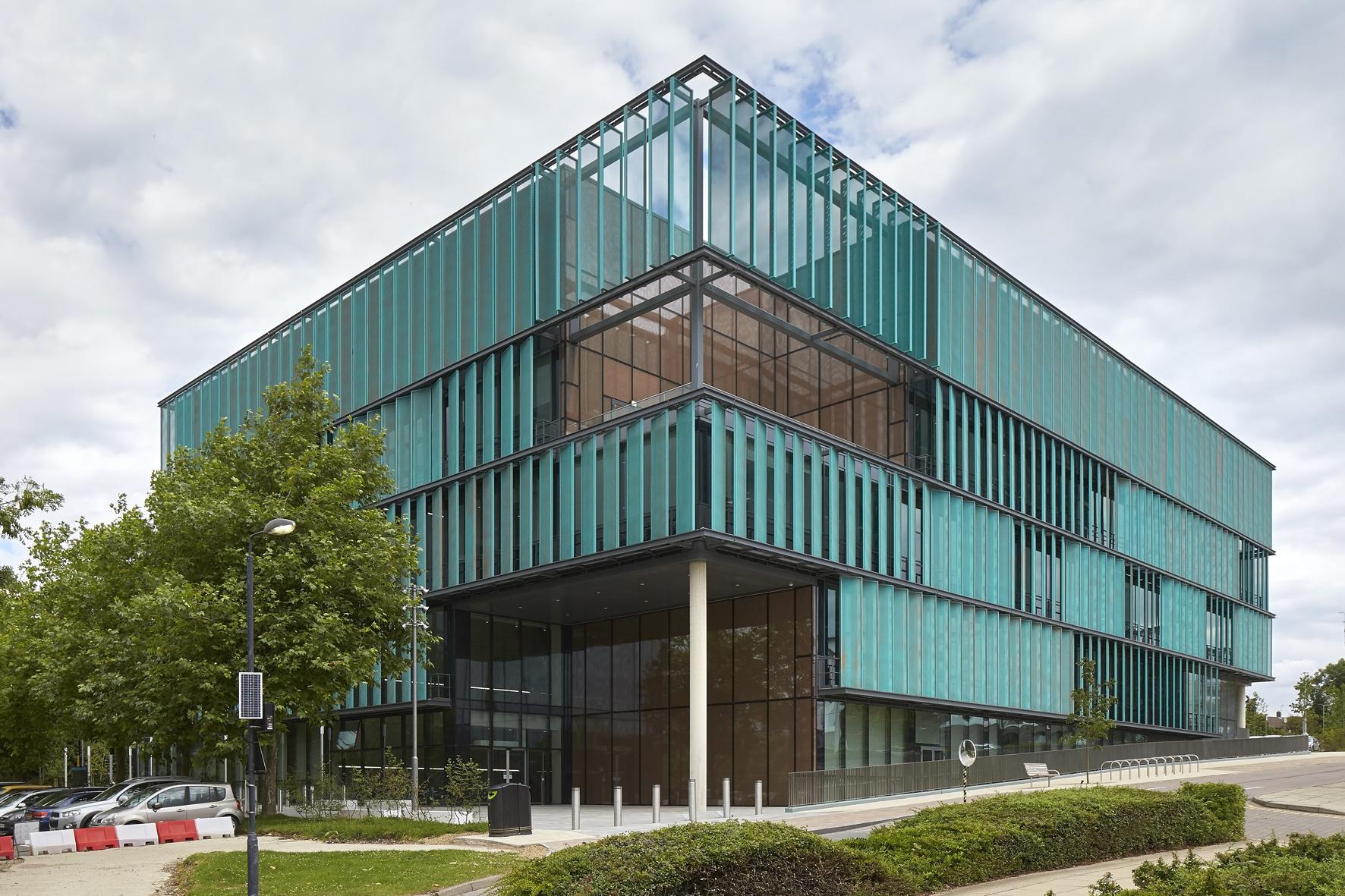 Glass facade design office building Angle Shot University Of Hertfordshire Hatfield Uk The Hathor Legacy Sefar Architecture Vision Creative Fabric Glass Design